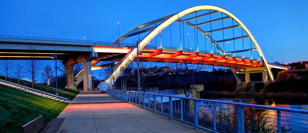 John-Seigenthaler-Pedestrian-Bridge-in-Nashville-Tennessee-1