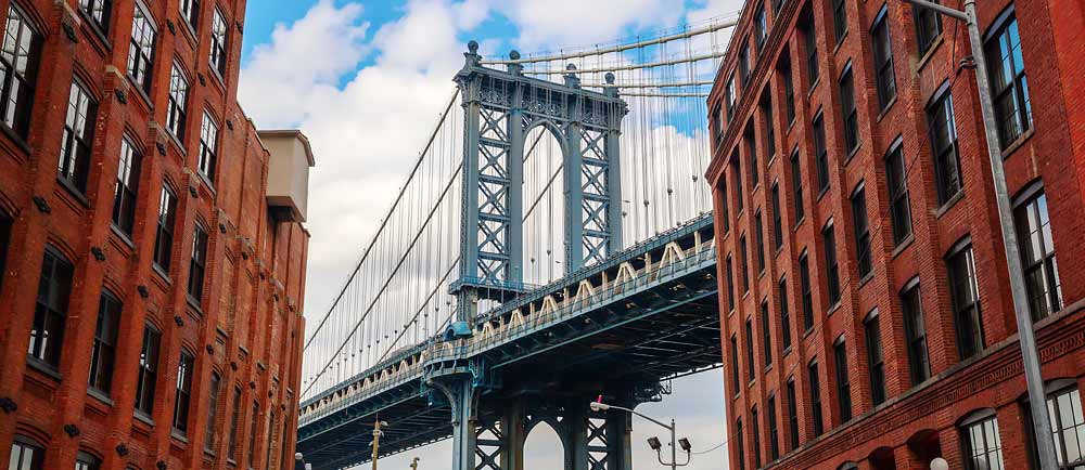 Manhattan-Bridge-in-New-York-New-York-r1-1