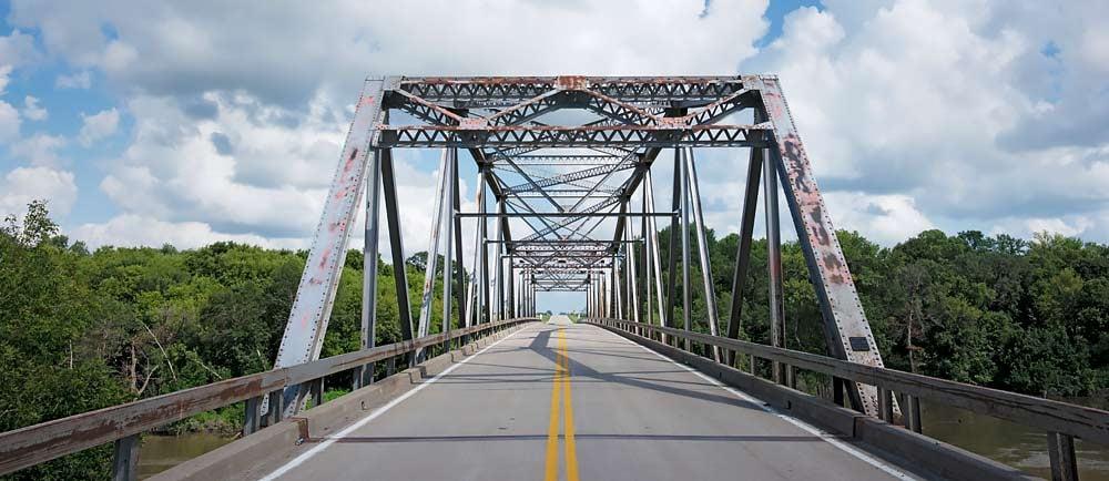 Old-Steel-Girder-Bridge-in-North-Dakota-1