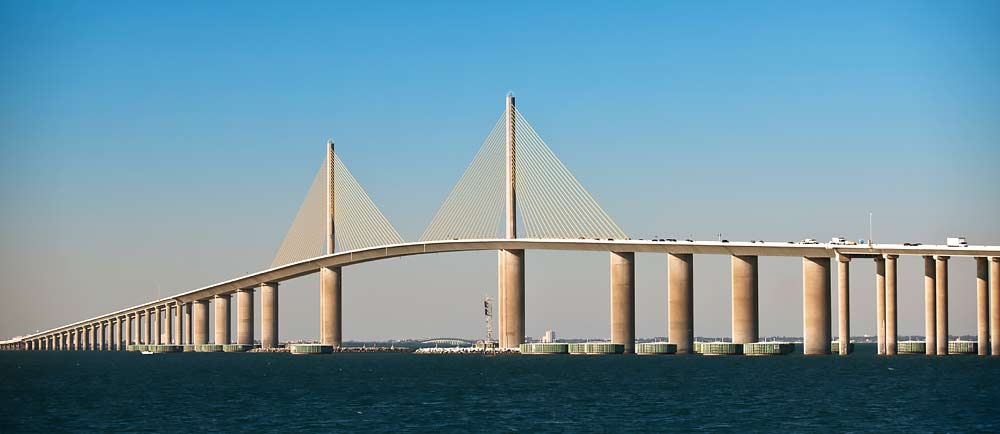 Sunshine-Skyway-Bridge-in-Petersburg-Florida