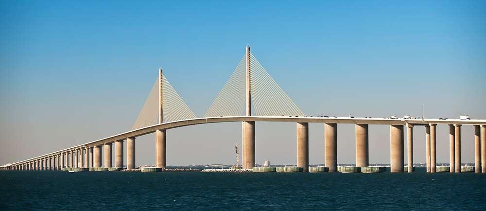 Sunshine-Skyway-Bridge-in-Petersburg-Florida