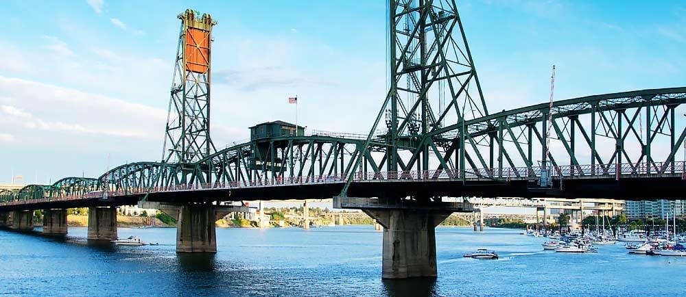 The-Hawthorn-Bridge-in-Portland-Oregon-1